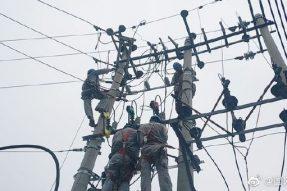 涞水供电公司对北义安村变压器进行故障抢修
