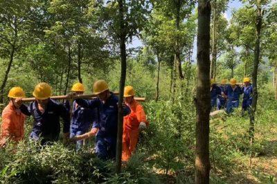 长宁县电力公司对10kV西犁线笔架4台区进行震后隐患整改施工