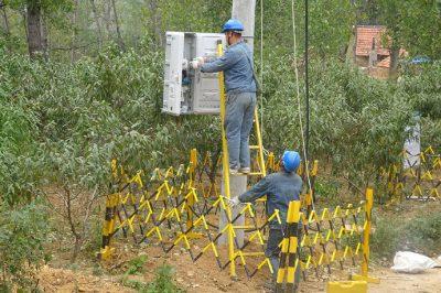 大张庄镇上尧峪台区进行配网改造施工