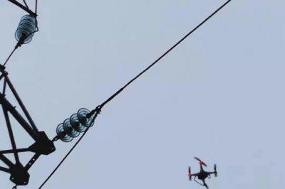 操控无人机,对35千伏浔东线进行巡视