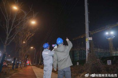 配电运检四班组织人员对滨江地区主要线路开展夜间巡视