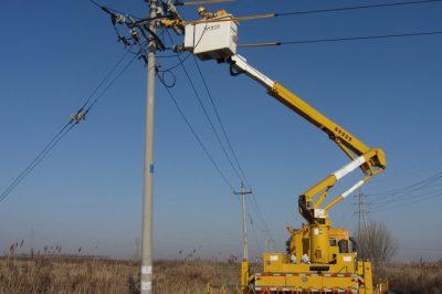 带电加装熔断器 保障居民度冬用电