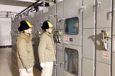 联合运维、检修、配网等工作人员对东关变10kV东明线进行更换CT工作
