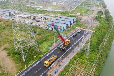 拆除废旧电力铁塔 便于市政工程建设